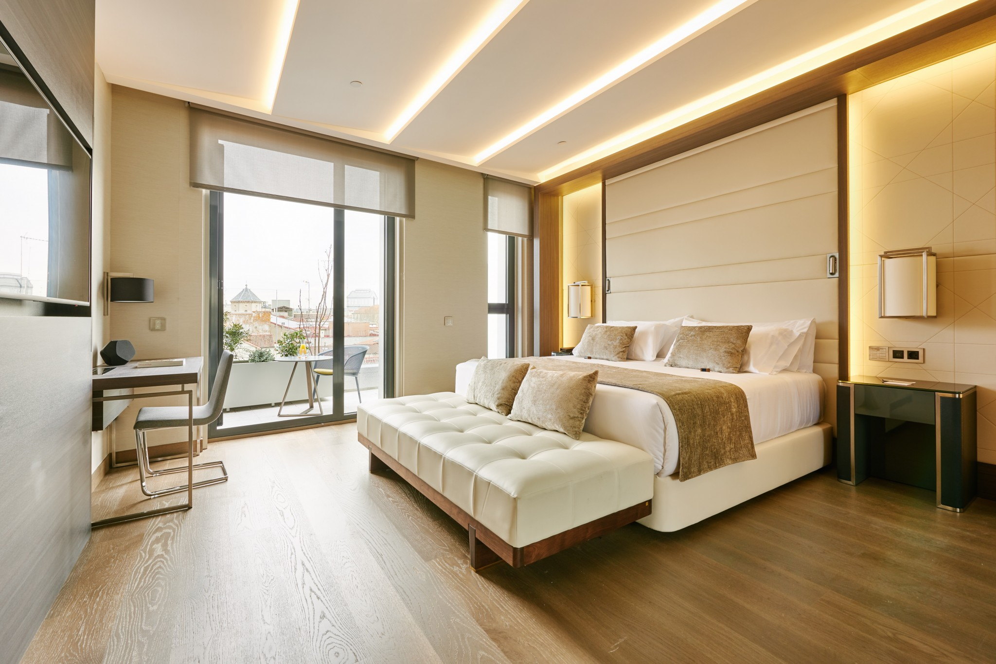 Superior room with terrace vp plaza espa a design 5 star for Design hotel madrid